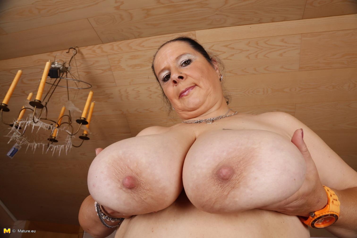 Анной большие сиськи у старых женщин видео