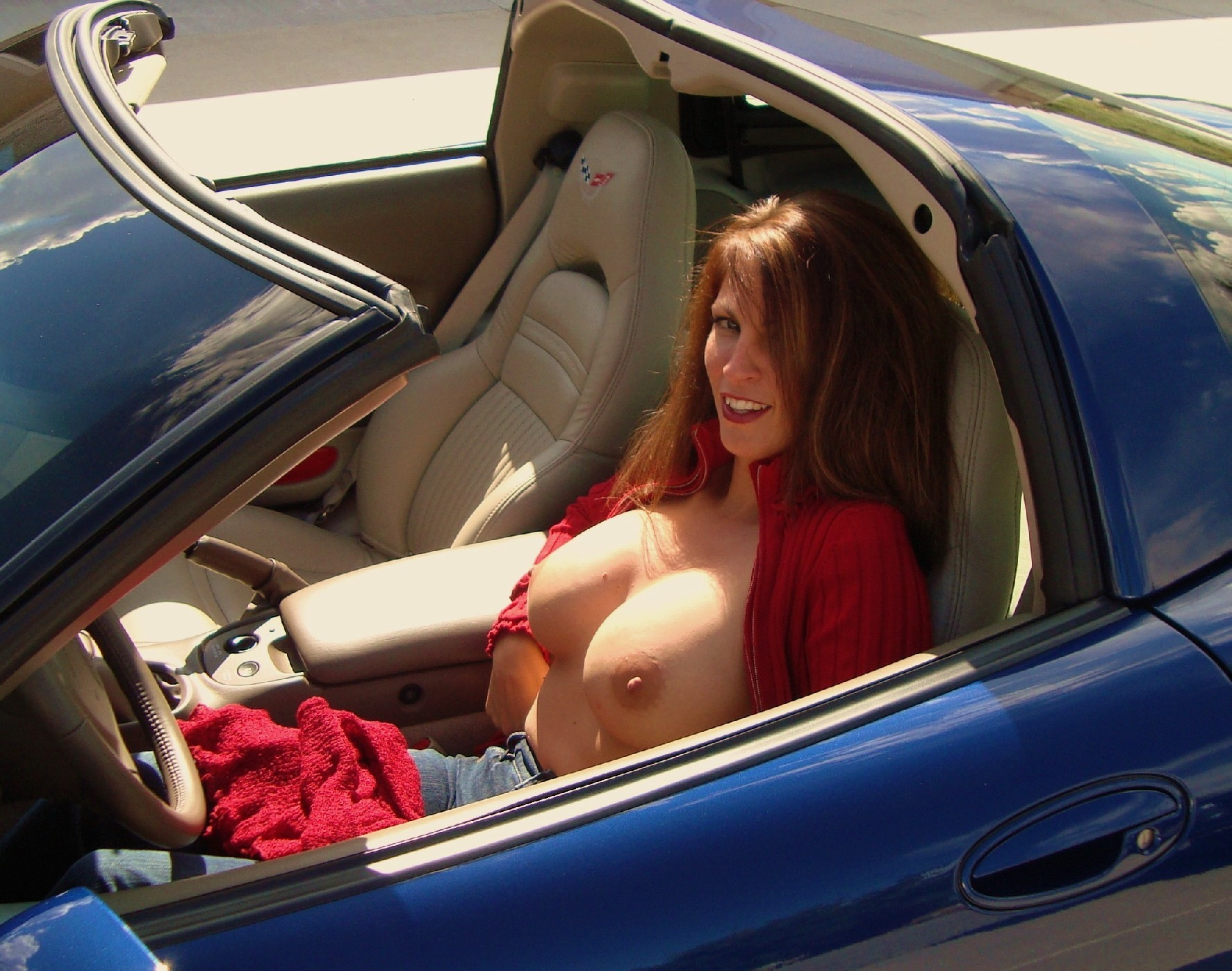 Roma boob show in car