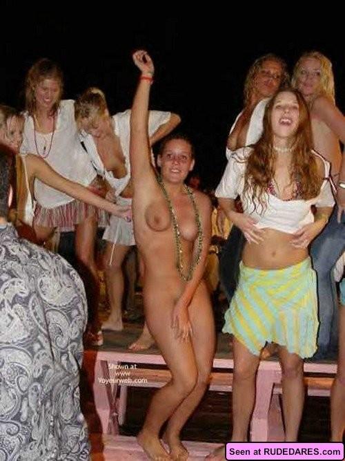 Bare nudist party — photo 15