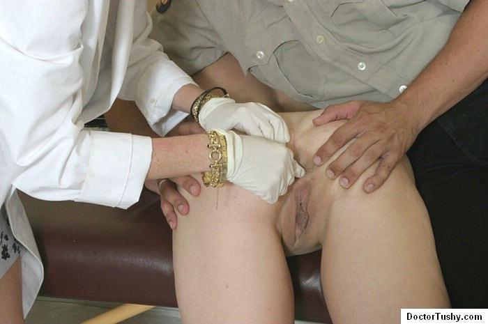 Порно-видео врач берет мазок из ануса