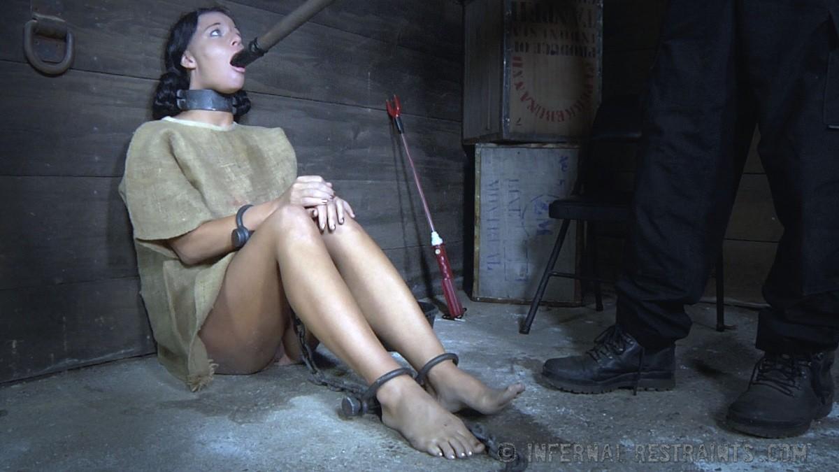 Девушка выдерживает множество испытаний, но так и не дожидается секса – она очень терпелива