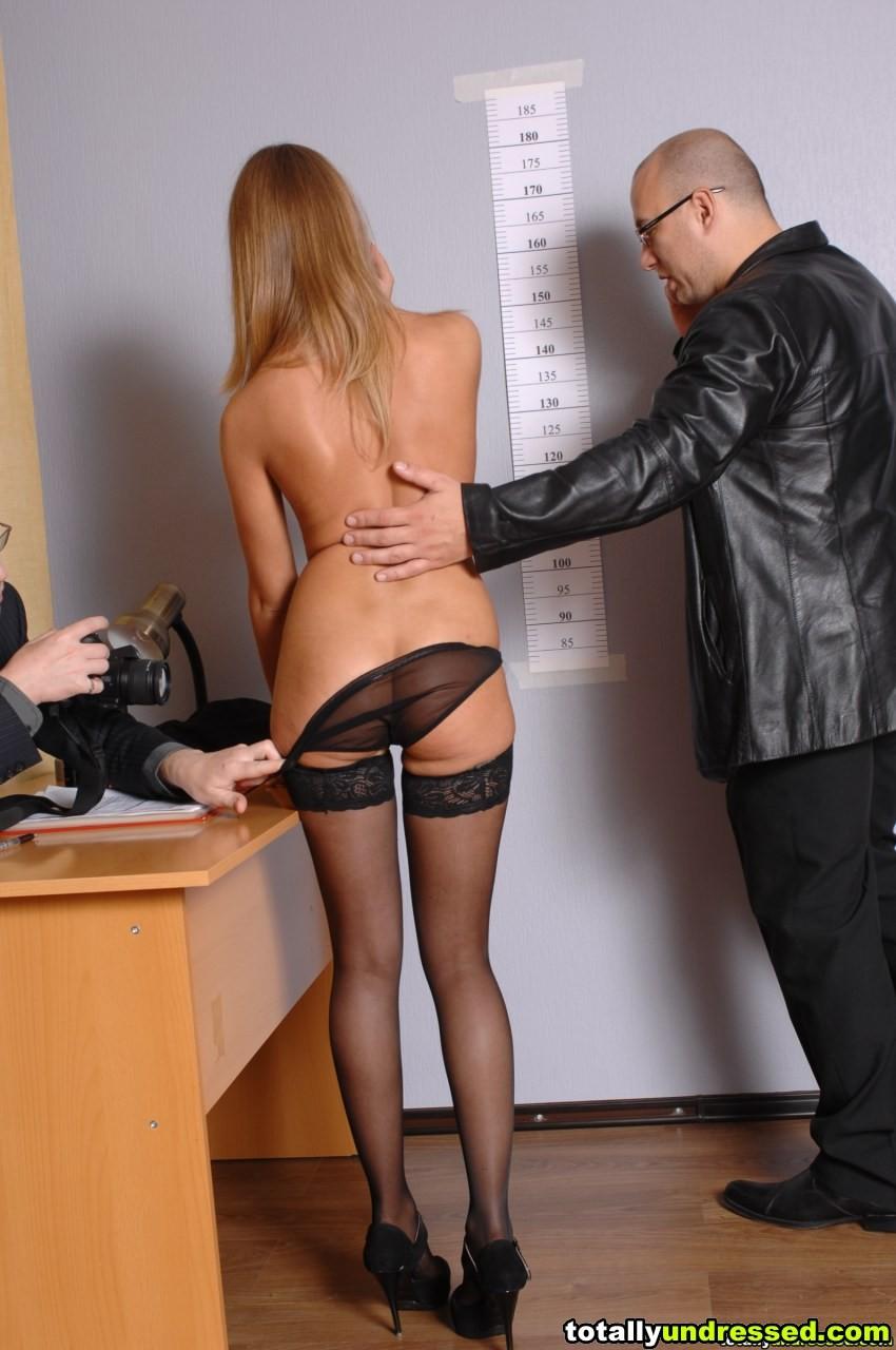 Пришла устраиваться на работу а ее раздели, эротические для дома