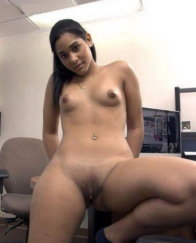 Cute Pakistani Teen With Amazing Tits Nude