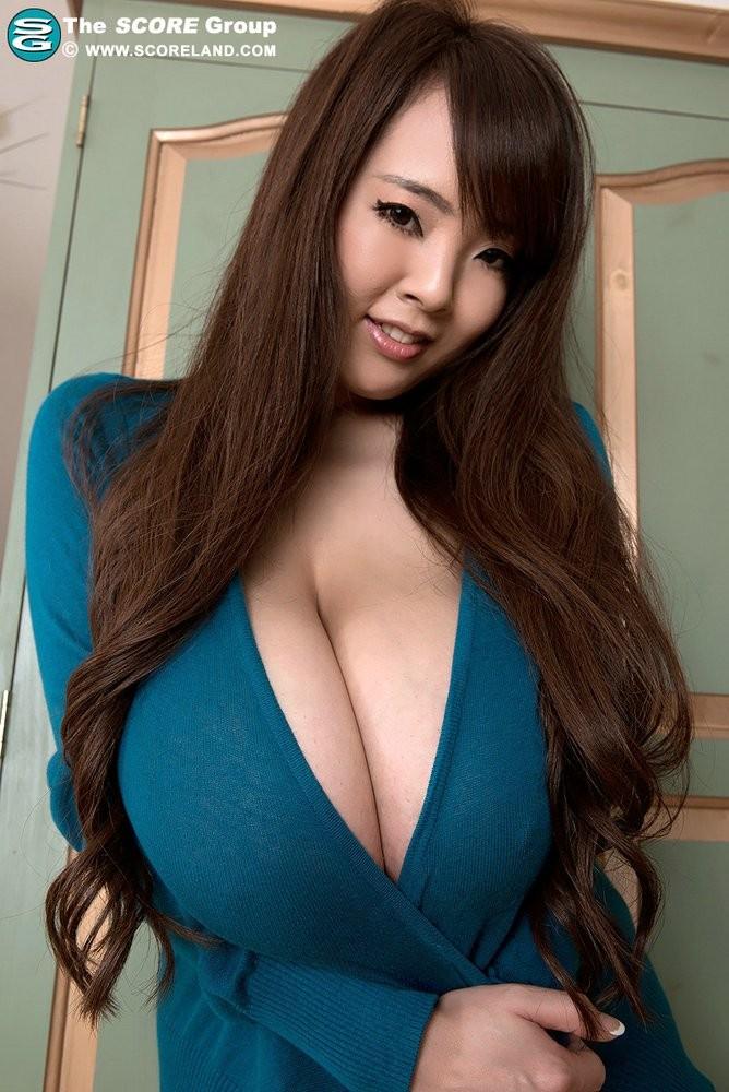 азиатки с огромными буферами напоминал
