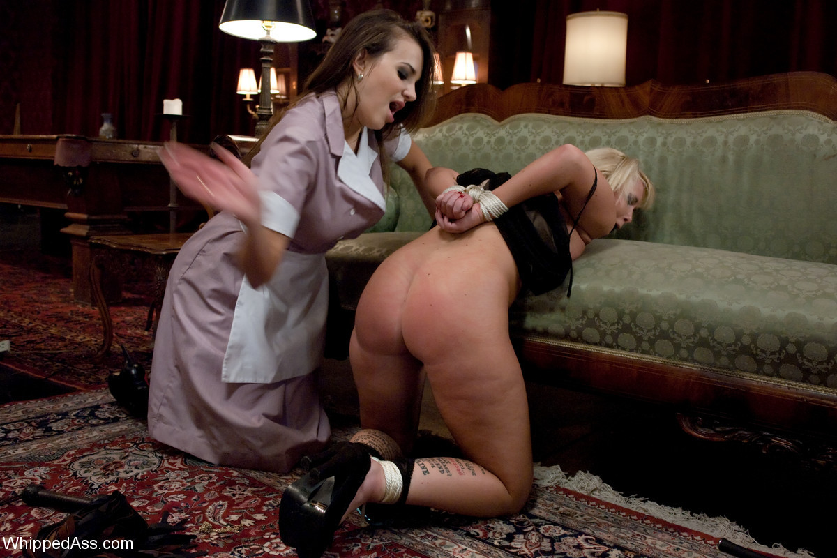 Лесби порно хозяйка наказала служанку очень больших поп