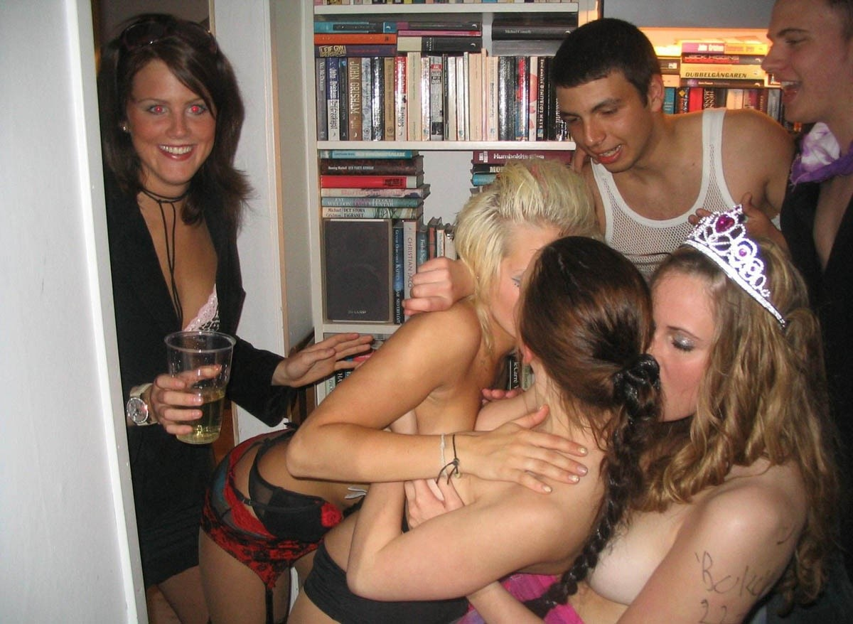 После вечеринке молодые подростки обожают заниматься сексом