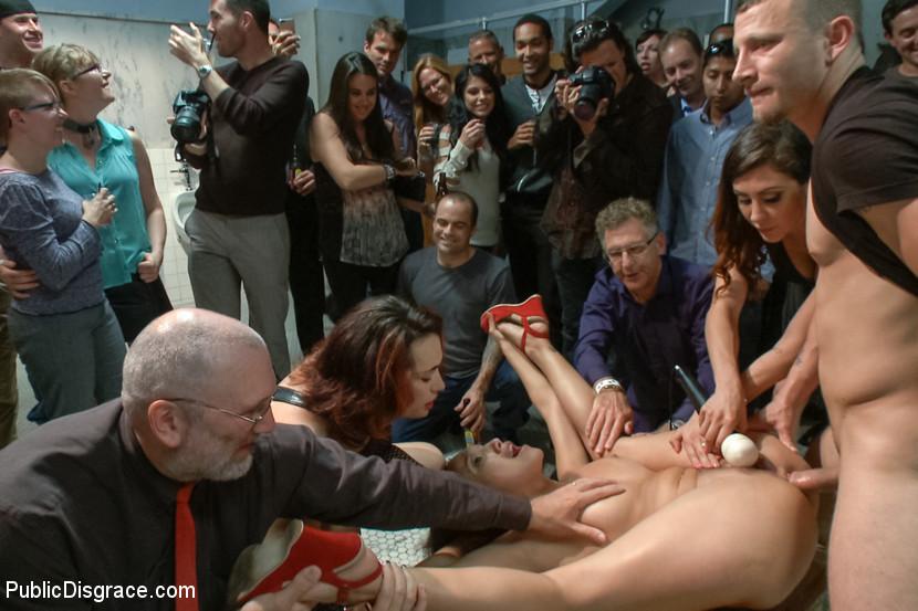 unizitelniy-seks-devushek-na-publike-chastnoe-porno-foto-grudastih-zhenshin