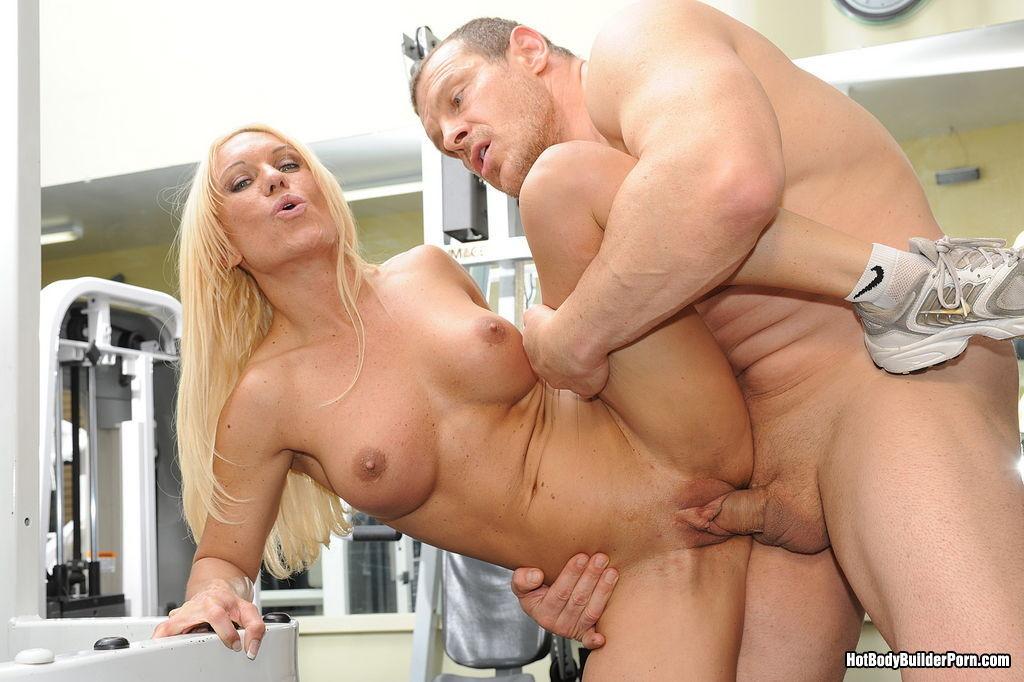 Bodybuilder couple fucking hot booty