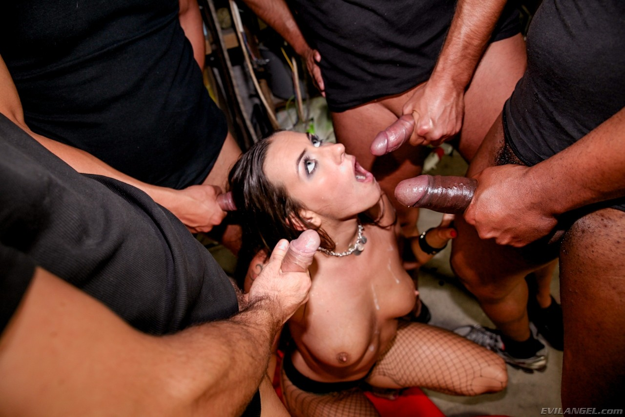 Порно трах толпой индианок на лбу фото русских