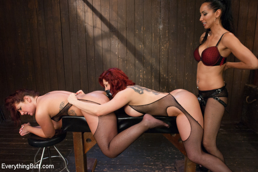 seduces-young-domination-hustlers-lesbian