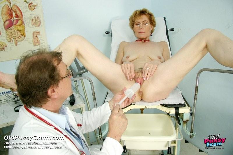 От прикосновения врача тетка кончила в кресле гинеколога 9