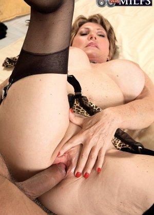 Беа Каммингс любит поскакать верхом на горячем любовнике с твердо стоячим хуем