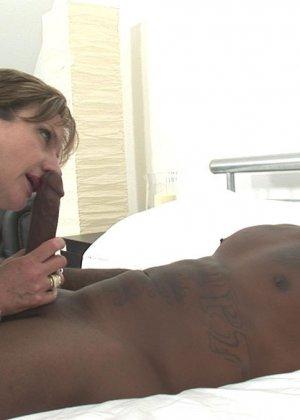 Леди Соня уважает позу 69, где и она и ее партнер получают удовольствие от оральных ласк