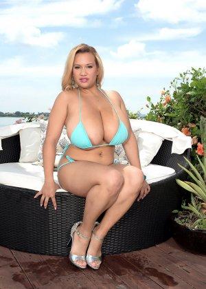 Лиза Биггс поразит любого своими огромными грудями и пышным телом – такое редко увидишь
