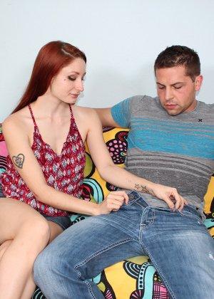 Виолет Монро работает одними ручками с членом, но ей удается довести мужчину до оргазма