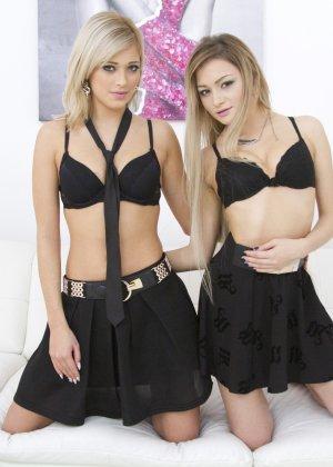 Красивые лесбиянки Рия и Оливия занимаются вылизыванием пизды