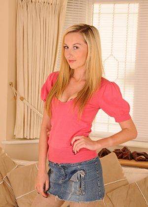 София Смит - молоденькая телочка с худеньким тельцем, которое понравится всем