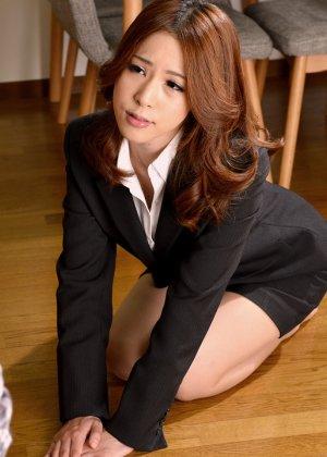 Японские студенты после учебы с большим удовольствием трахаются на полу
