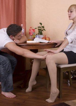 Русский пацан вместо того что бы заниматься учебой развел ботанку на секс