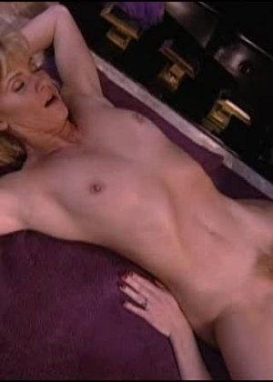 Джинджер Линн Аллен - блондинка, которая готова ко многим экспериментам, лишь бы не было скучно