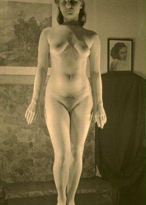 Очень старые фотографии показывают обнаженное тело женщины, которая не знала о существовании бритвы
