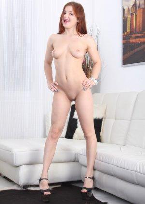Рыженькая Рената Фокс занимается сексом с молоденьким пареньком