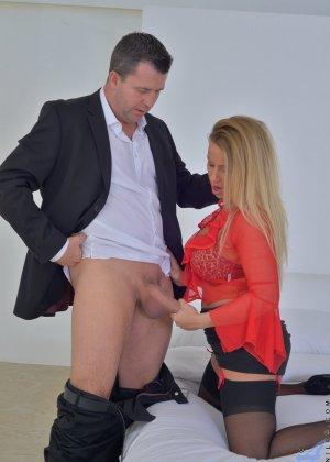 Тэйлор Морган с легкостью соблазняет мужчину и он устраивает ей отличную еблю с окончанием в ротик