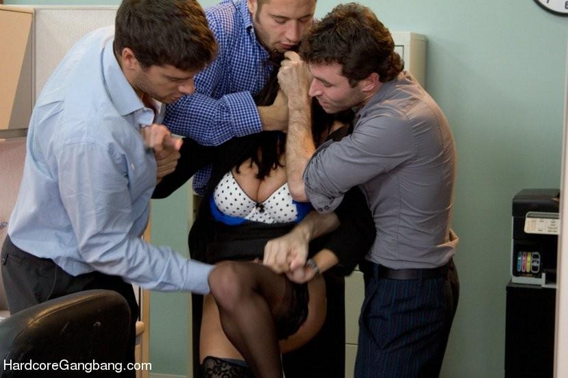 нравится жену щупают на работе фото груповуха