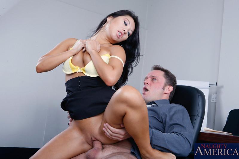 порно видео азиатку в офисе - 7