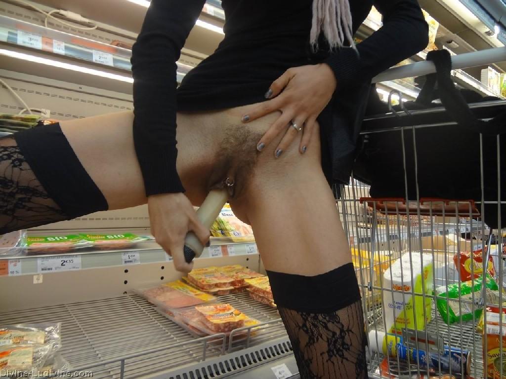 Мастурбация в супермаркете — 13