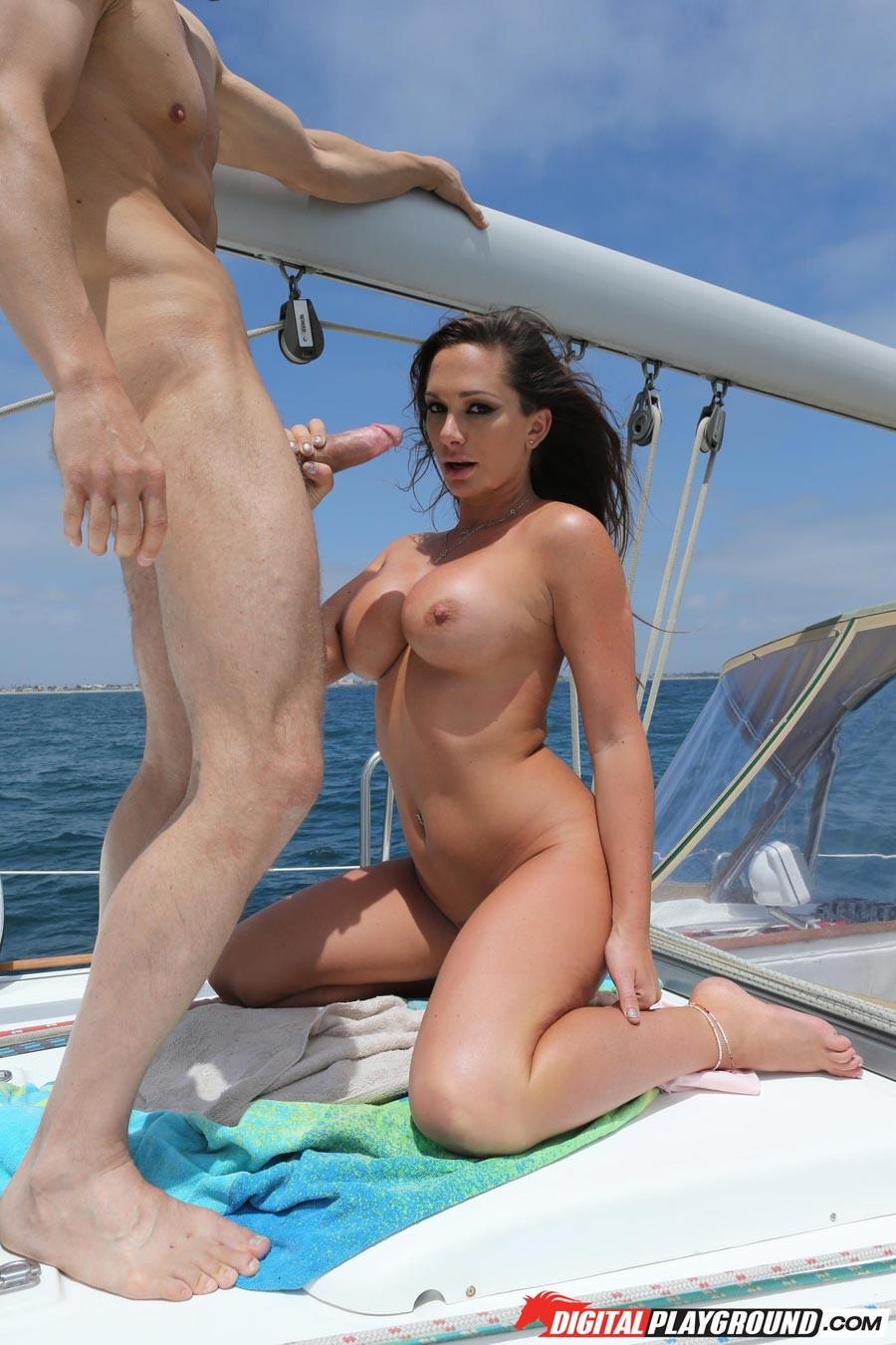 организм секс с машей на яхте описал