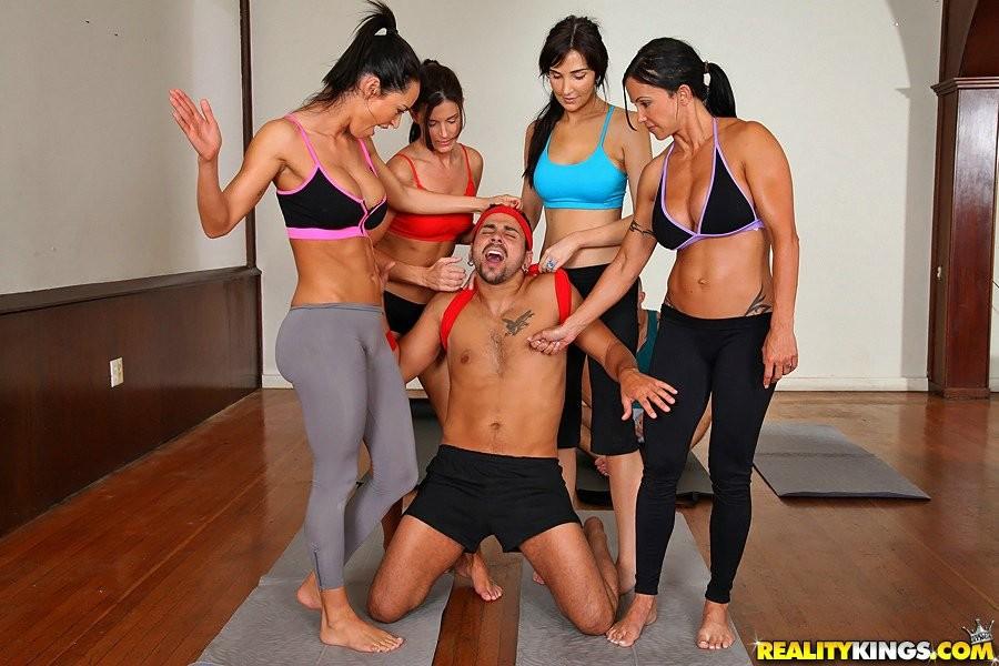 девочка если сексуальные тренеры по фитнесу фото время поиски