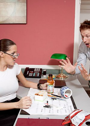 Кортни изменяет мужу с сотрудником на работе