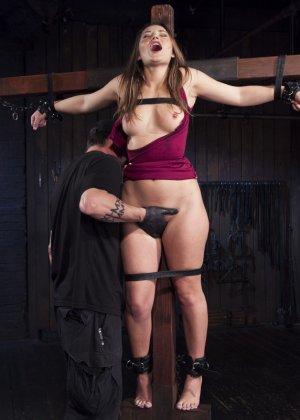 privatniy-striptiz-s-dani-deniels-video-porno-yutub-korotkie