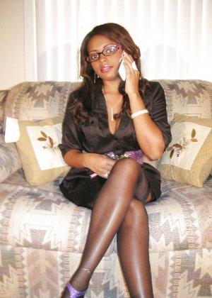 Прекрасная трахатебельная красавица играет распутную секретаршу