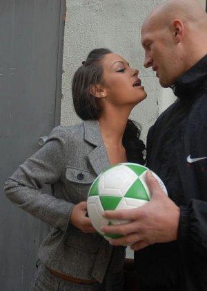 Angelina Valentine ебется с физруком
