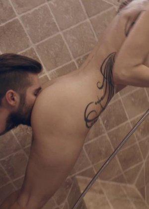 Секс с грудастой Сенди Вестгейт в ванне