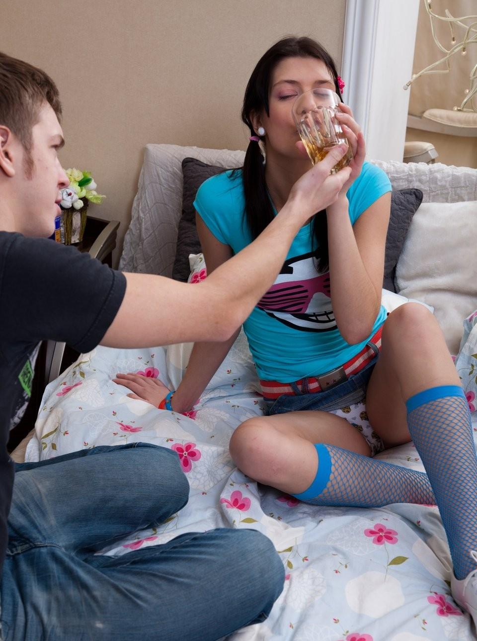 Русское порно видео девушка отдалась на глазах у своего парня девушки стесняются
