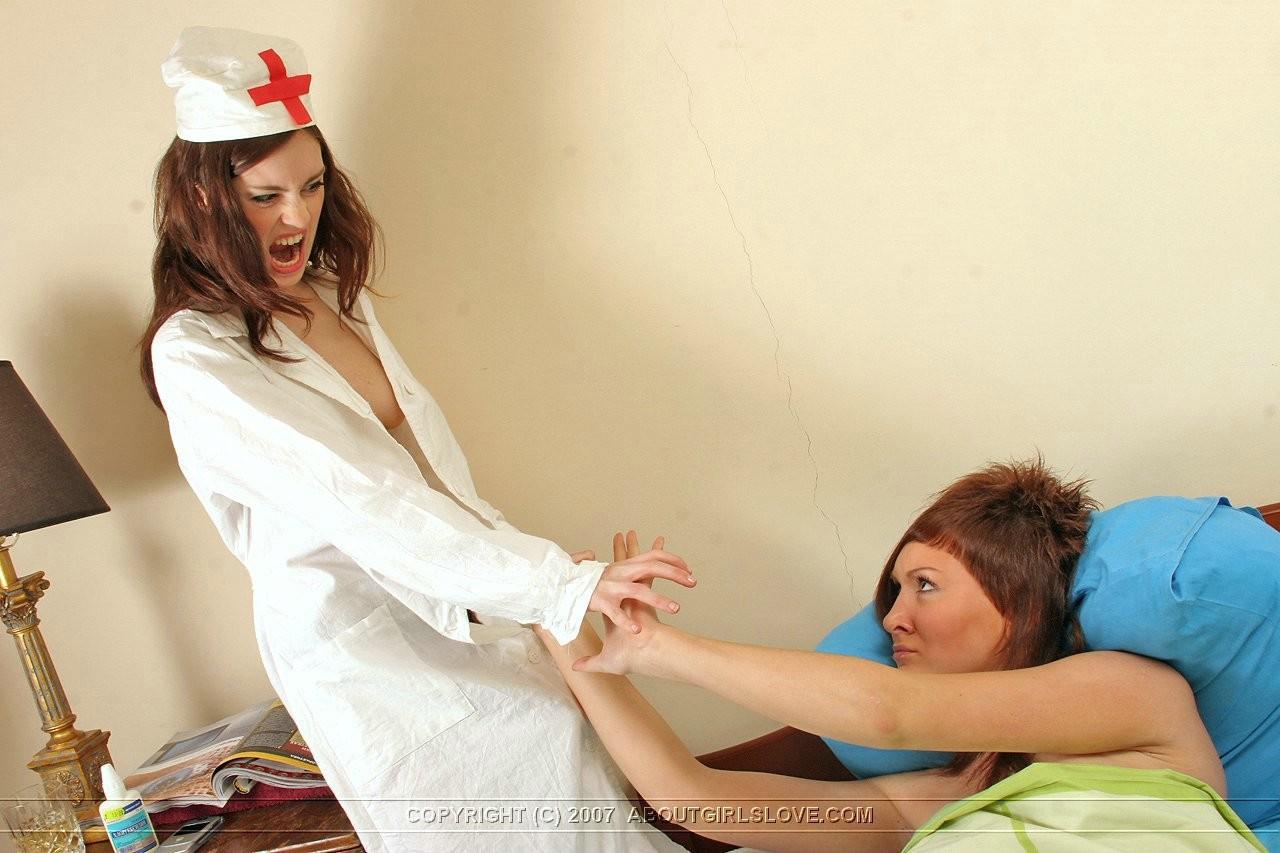 vrach-pristaet-k-svoey-patsientke