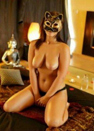 Девушки скрывают свои лица, зато показывают все остальное – сексуальные груди, обкончанные ротики
