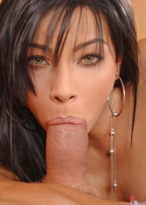 Сперма на губах Анджел Пинк добавляет ей шарма