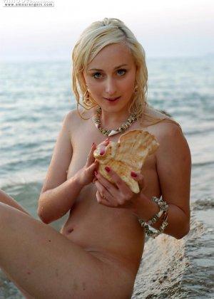 Нудисты в порно – это тема будоражит тысячи людей, эта русалка любит загорать на нудистских пляжах России