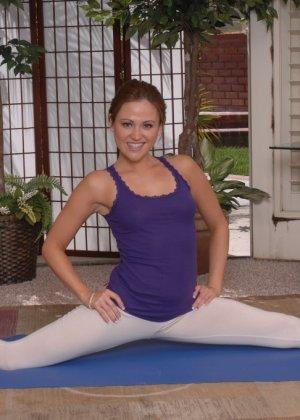 Синди Дженнинг показывает свою невероятную физическую подготовку – она выполняет классные трюки