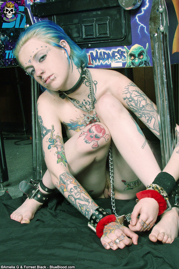 Mysti punk rock emo nude girl