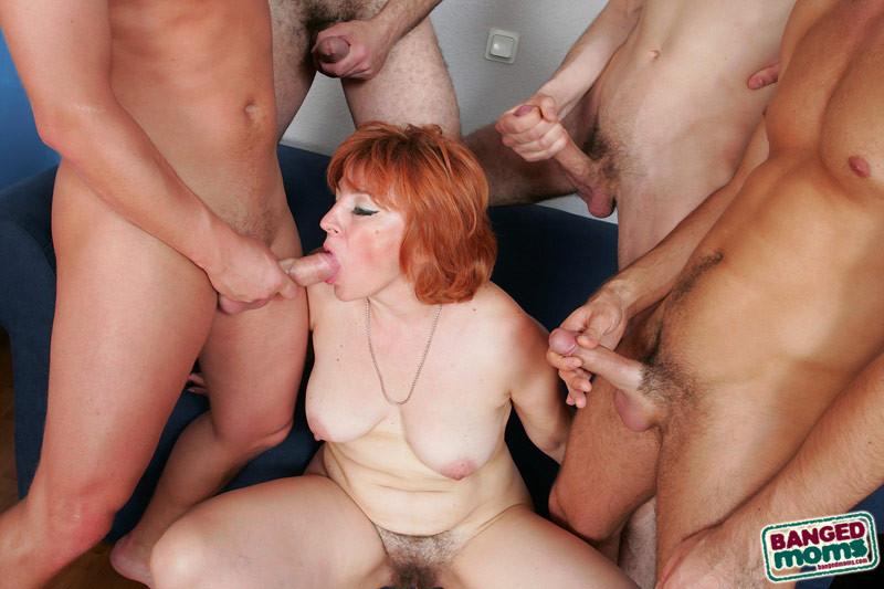 молодыми сексуальная рыжая в групповухе хоть несколько