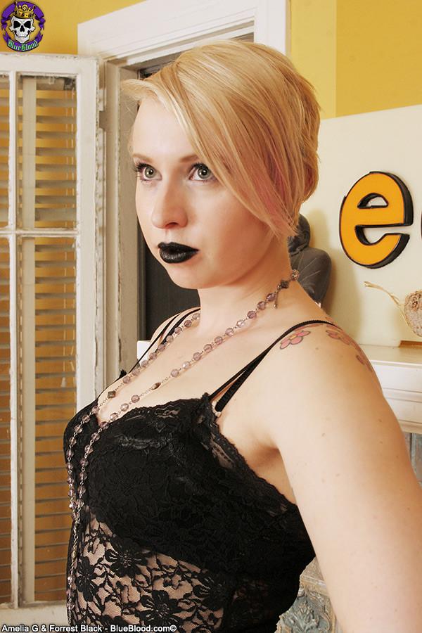 Пизда эмо блондинки