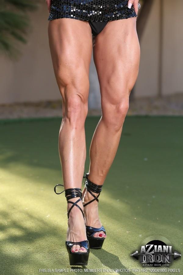 Красивый клитор между накаченных ног Ashlee Chambers