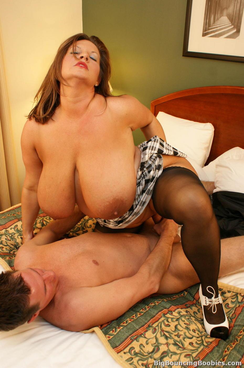 Трахнул мамочку зрелые сисястые женщины в порно