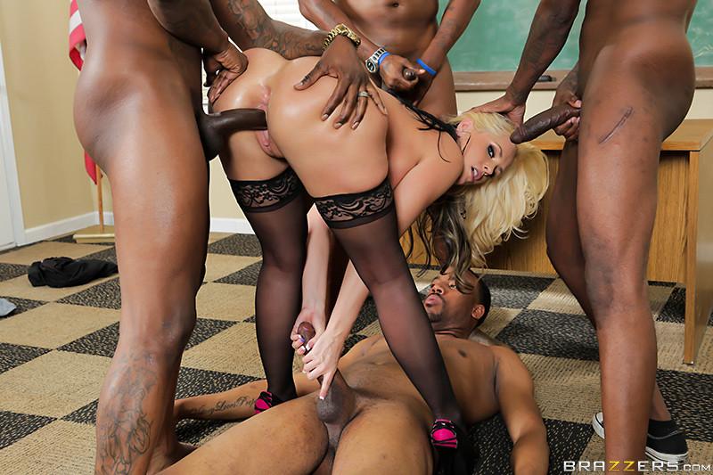 Порно с толпой баб с большими жопами сиськами #15