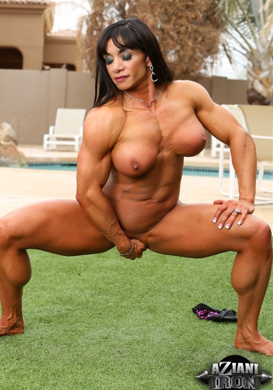 Davina muscle pussy, wife couch fuck